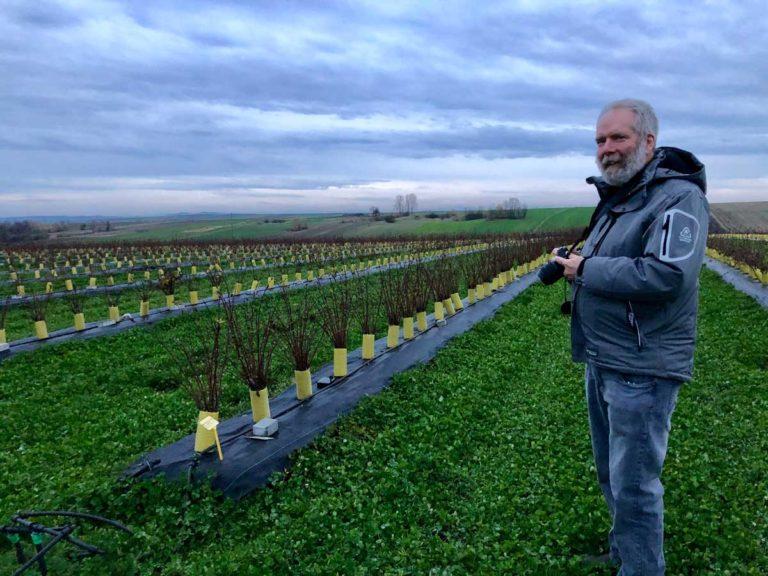 Dr Bob Bors zwiedził naszą młodą plantację jagody kamczackiej